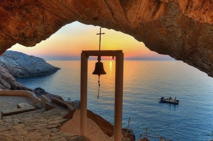 dream-boat-ios-island Syros